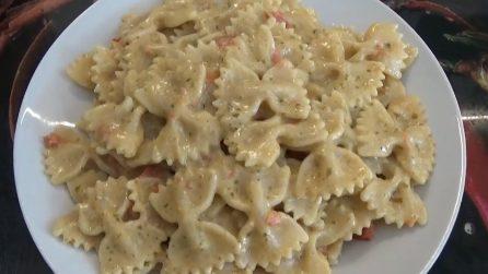 Farfalle pesto, pomodorini e panna: la ricetta del primo piatto veloce e saporito