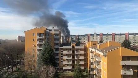Cernusco sul Naviglio, incendio in una palazzina: 2 morti e 7 feriti