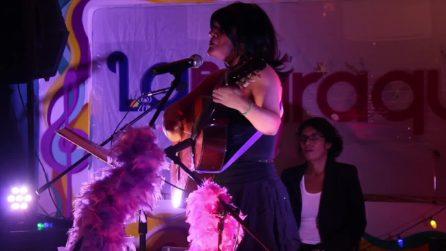 Il cabaret di Minerva Velenzuela combatte la violenza strappando una risata