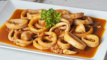 Calamari in salsa: la ricetta del secondo piatto delizioso