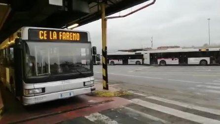 """Roma: """"Distanti oggi per unirci domani"""", si canta al deposito dell'Atac"""