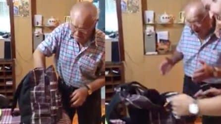 Regala una cagnolina ai nonni: la loro reazione è emozioannte