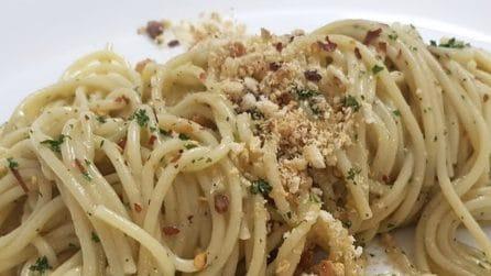 Spaghetti con alici e taralli: la ricetta del primo piatto squisito