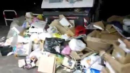 Roma, cumuli di spazzatura in strada: la denuncia dei lavoratori AMA