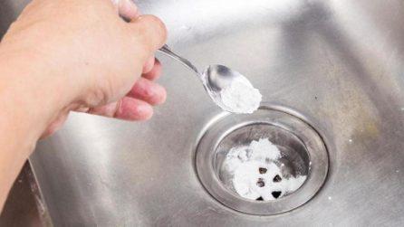Come sturare il lavello ed eliminare i cattivi odori