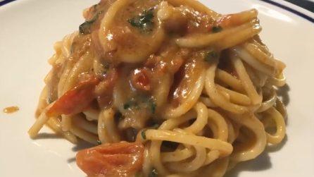 Spaghetti con salsa di pane alla puttanesca: la ricetta del delizioso primo piatto