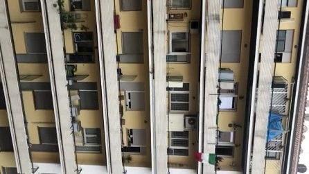 Roma, applausi da balconi e finestre: così gli italiani si danno coraggio