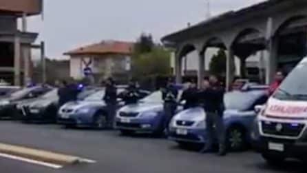 Varese, sirene dela polizia accese per ringraziare i medici dell'ospedale