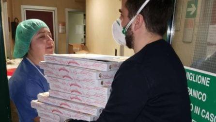 """Una """"pizza sospesa"""" per i medici che lottano contro il Coronavirus: la nobile missione di Carlo"""