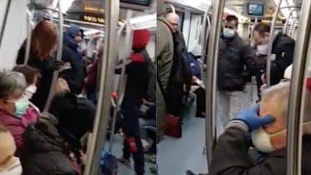Coronavirus Roma: nonostante l'emergenza, la metropolitana è affollata