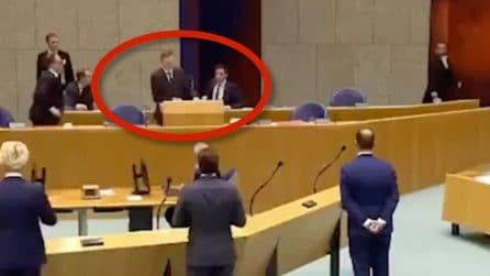 Ministro della salute collassa durante la sessione nel parlamento olandese