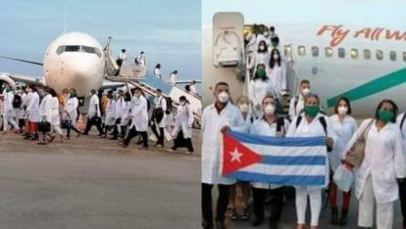 Applausi commossi per i medici cubani che aiuteranno l'Italia