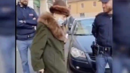 Milano, poliziotti aiutano 90enne che vive da sola ed è rimasta senza soldi