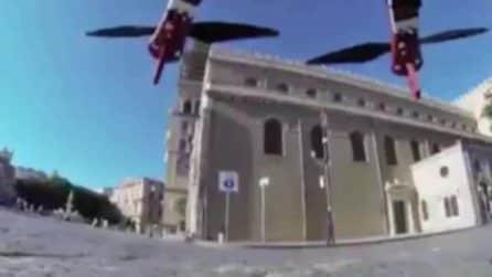 """Coronavirus a Messina, droni con la voce del sindaco De Luca: """"Dove ca**o vai, torna a casa!"""""""