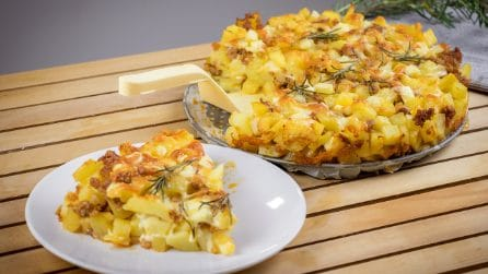 Potatoes and sausages cake: ready in less than 60 minutes!