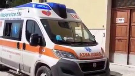 Coronavirus, omaggio dei colleghi all'operatore sanitario ucciso dal Covid19