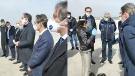 Medici e infermieri in arrivo dall'Albania per aiutare l'Italia: l'accoglienza all'aeroporto