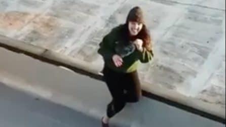 Un drone e tanta inventiva: così riesce a conoscere una ragazza durante la quarantena