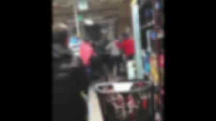 Casoria, scoppia la rissa nel supermercato: un cliente non indossa la mascherina