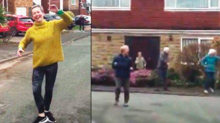 Appuntamento ogni mattina per ballare: in Inghilterra si sconfigge l'isolamento da Coronavirus