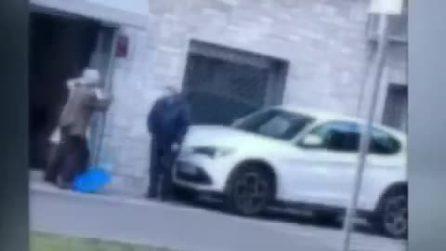 Aggressione choc a Calimera, medico picchia anziano paziente davanti allo studio