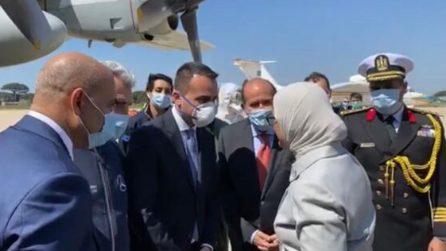 Atterrato l'aereo con aiuti sanitari dall'Egitto: Di Maio ringrazia la delegazione egiziana