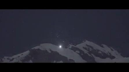 Sembra la Luna, ma in realtà è Venere luminosissimo nel cielo della notte