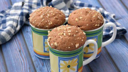 Torta in tazza: l'idea per un dolcetto goloso senza sporcare e senza utilizzare il forno!