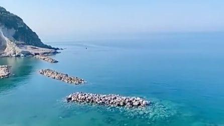 Napoli, la meravigliosa vista da Ischia: nessuna imbarcazione e mare cristallino