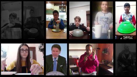 Giovani studenti di Napoli suonano le dichiarazioni di Conte e Mattarella con oggetti domestici