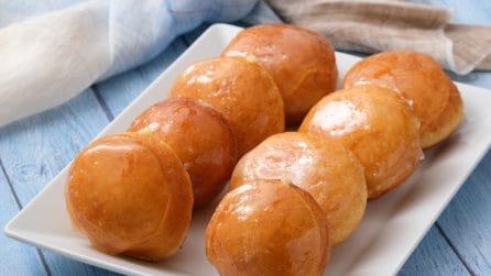 Bomboloni caramellati ripieni di crema: il dolce goloso che conquisterà tutta la famiglia!