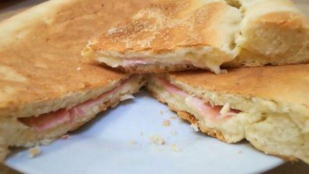 Focaccia cotta in padella: la ricetta davvero gustosa e veloce