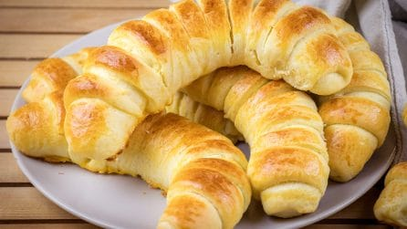 Strawberry croissants: fluffy and easy to make!