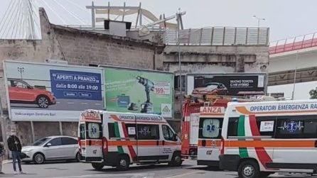 Bari, donna muore investita da lamiere volate per il vento