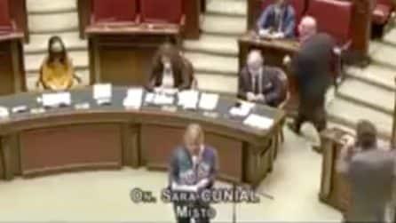 """""""Il pluripresidente della Repubblica è la vera epidemia culturale"""", bufera sulla deputata Sara Cunial"""