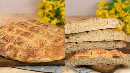 Easy focaccia with sesame seeds: fluffy and so easy to make!