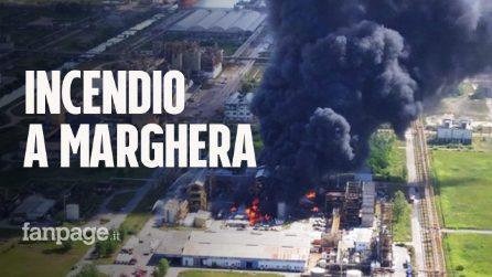 Venezia, azienda chimica in fiamme: enorme nube di fumo e 2 feriti. Il video dell'incendio