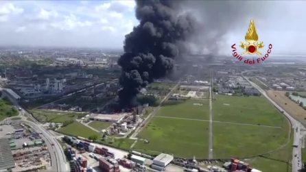 Il rogo di Marghera: le immagini dall'elicottero dei vigili del fuoco