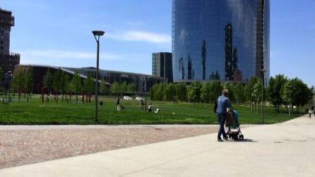 Aprono parchi a Milano: (pochi) bimbi riscoprono gioco all'aperto