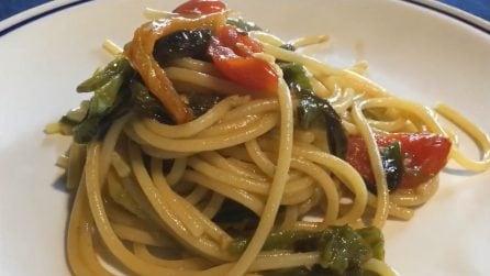 Spaghetti con peperoncini verdi e pomodorini: un primo piatto semplice ma pieno di gusto