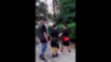 Napoli, violenza in Pineta: ragazzo preso a calci e schiaffi dal branco