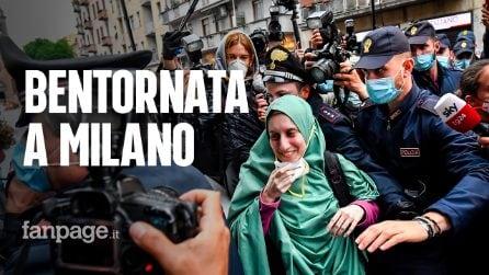 Silvia Romano torna a casa nella sua Milano, folla e applausi al suo arrivo
