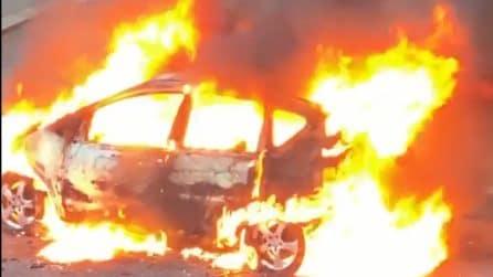 """Adriana Volpe e il video dell'incendio ai Parioli: """"Una macchina ha preso fuoco sotto casa mia"""""""