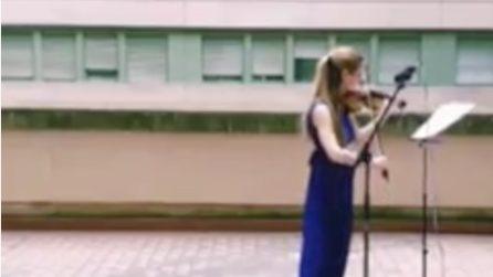 Roma, suona per gli operatori sanitari: la violinista emoziona tutti