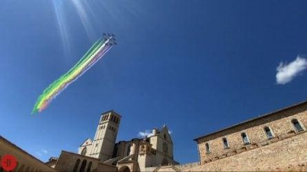 Spettacolo a Assisi, omaggio delle Frecce Tricolori a S.Francesco