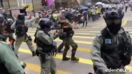 È riesplosa la protesta ad Hong Kong: scontro tra manifestanti e polizia
