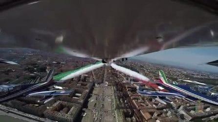 Le Frecce Tricolori abbracciano l'Italia: il video dalla cabina è memorabile