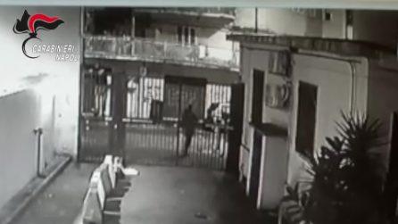 Napoli, spacciavano ai giovani: furti nelle scuole per finanziare lo spaccio