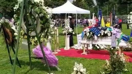 Andrea Rinaldi, i funerali del calciatore nello stadio di Cermenate