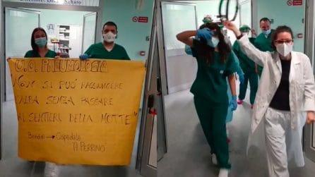Chiude il reparto Covid a Brindisi: medici e infermieri fanno festa